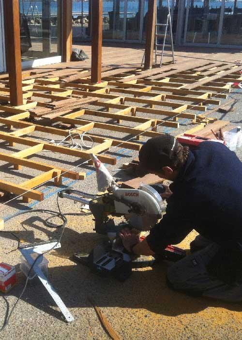 Fondation du platelage en bois d'ipé
