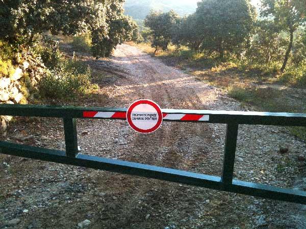 Barrière DFCI zone de débroussaillement