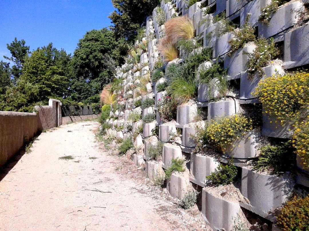 Génie minéral : soutènement d'un talus en caisson Reboul végétalisés