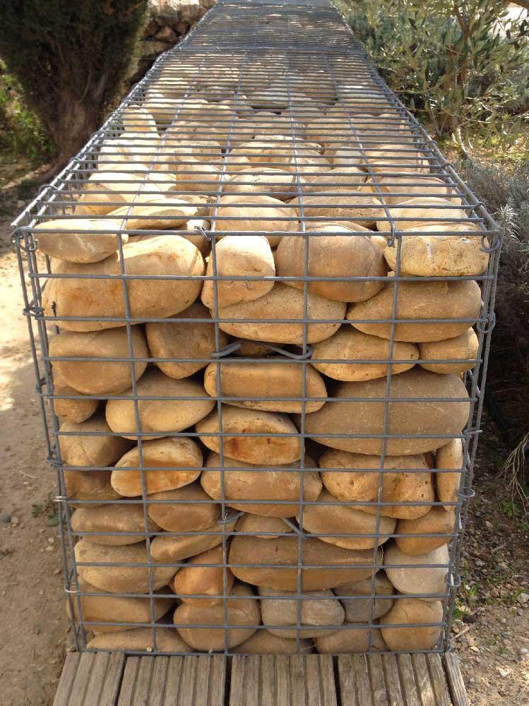 Cage gabions remplie de galets