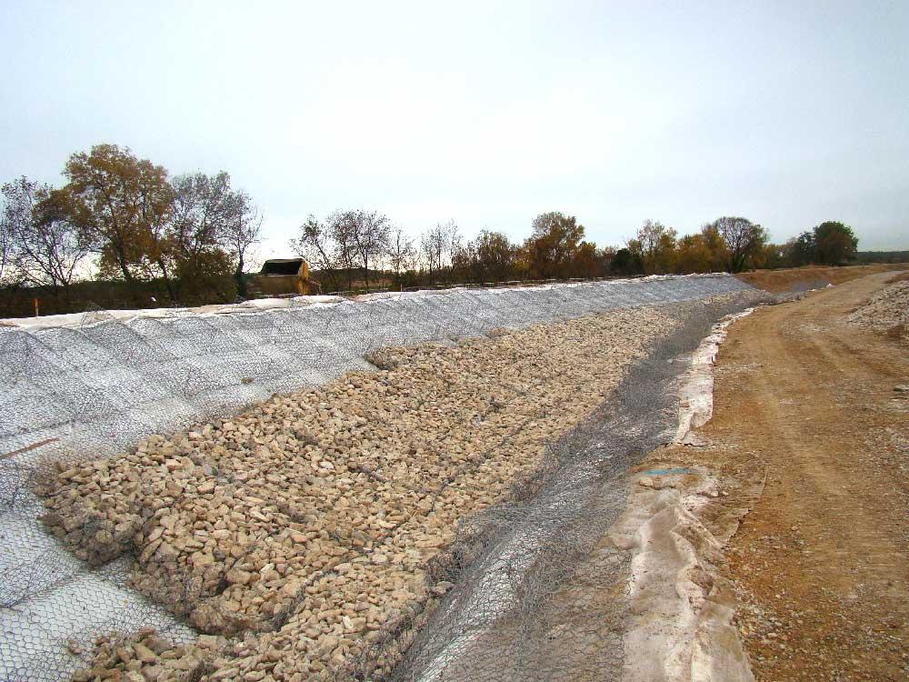 Génie minéral : matelas de gabions pour le soutènement d'une digue à Vidourle-Gallargues