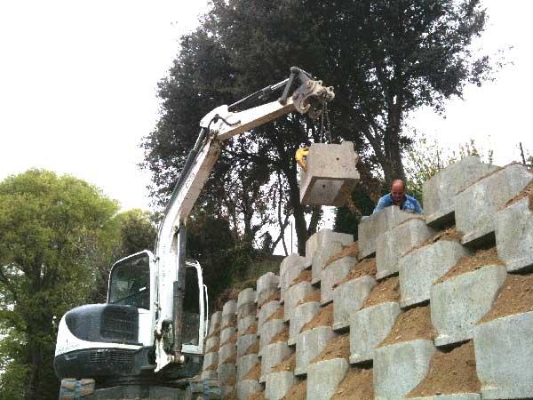 Construction d'un mur de soutènement en caisson Reboul végétalisable
