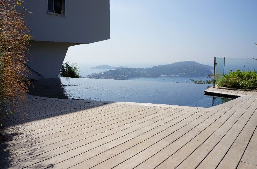 Terrasse en bois à Villefranche-sur-mer