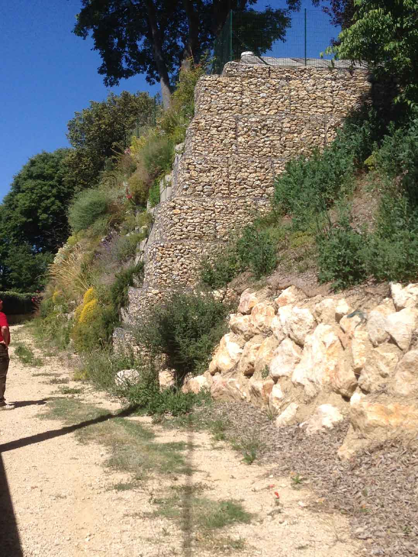 Soutènement d'un talus en caissons Reboul et gabions