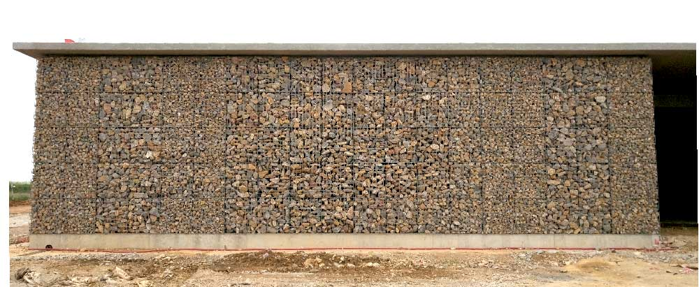 Parement de façade en gabions