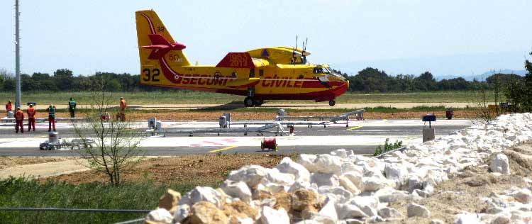 Mur anti-bruit en gabions et noyau de sable pour avions