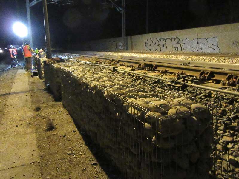 Pose de gabions sur ligne sncf pour stabiliser le ballast
