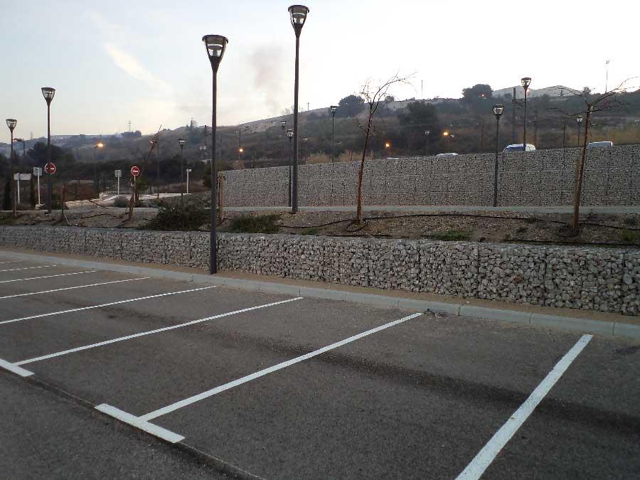 Soutènement par un mur de clôture en gabions