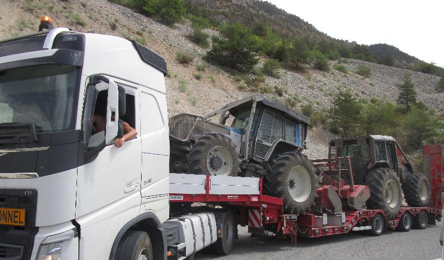 Convoi exceptionnel de tracteurs forestier