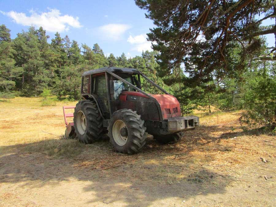 Tracteur forestier Valtra 220ch pour débroussaillage et broyage