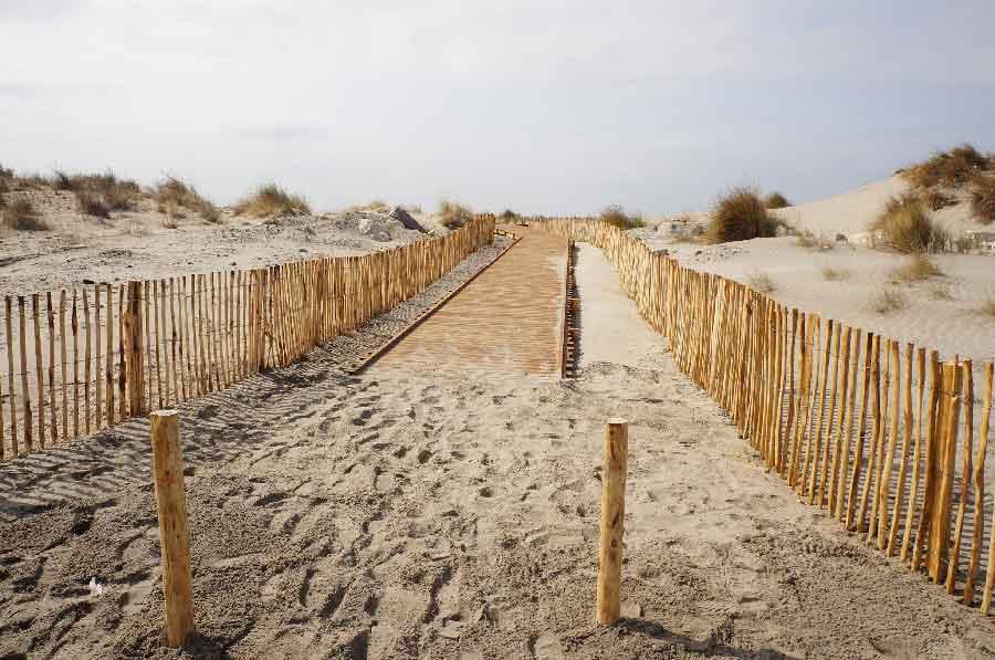 Aménagement extérieur bois – Conservatoire du littoral – plage de Beauduc