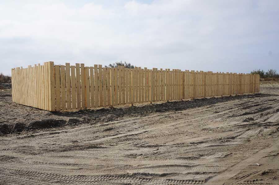 Réalisation d'une palissade bois de 30 mètres pour le point de collecte des déchets