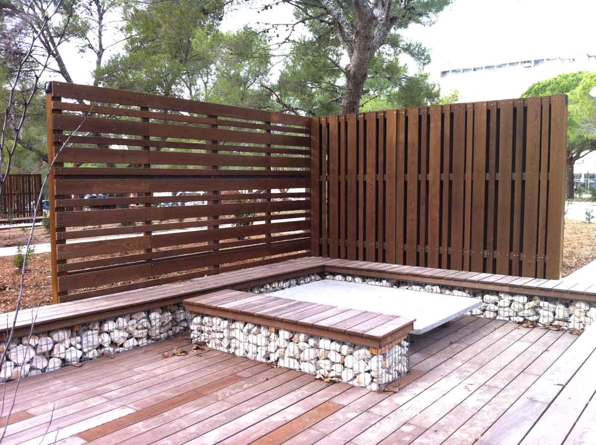 Terrasse et assises bois sur gabions