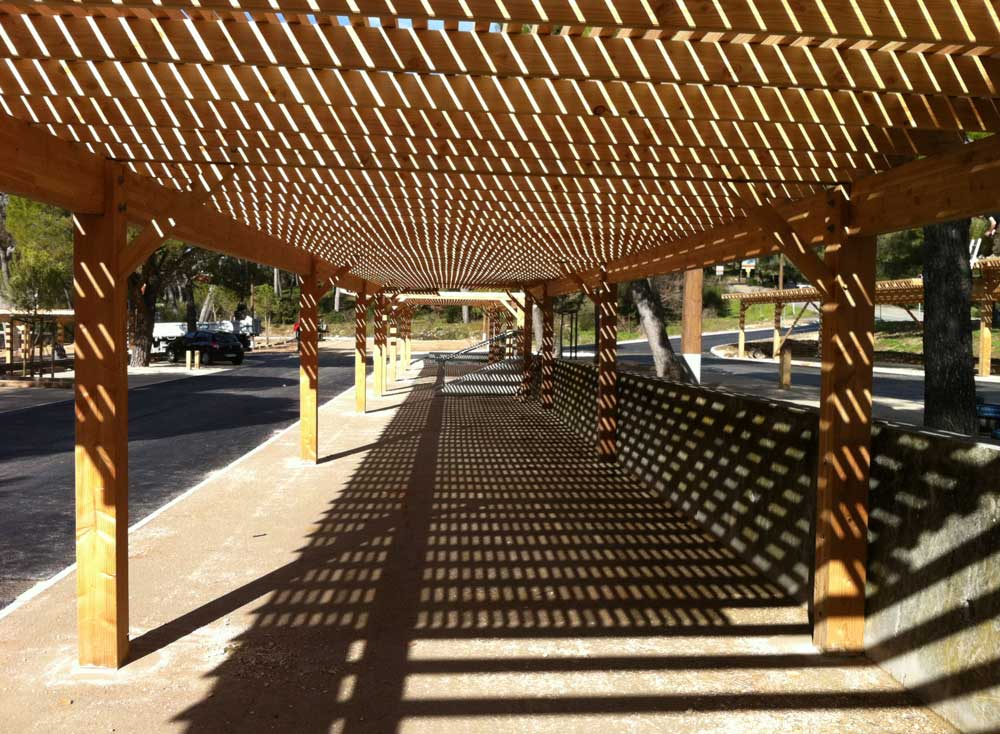 Création d'un parking ombragés en bois