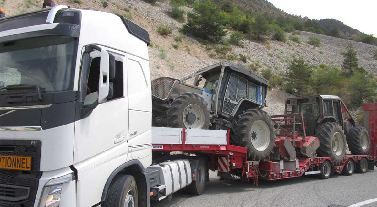 Libération d'emprises - Convoi de tracteurs forestiers équipés pour le broyage