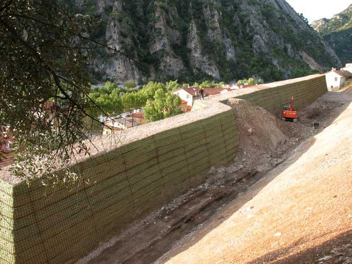 Lutte contre l'érosion – Construction d'un merlon de protection en remblais renforcés – Plan du Var (06)
