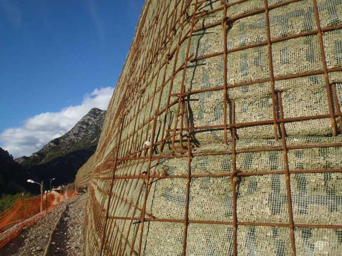Vue d'un merlon de 150 mètres