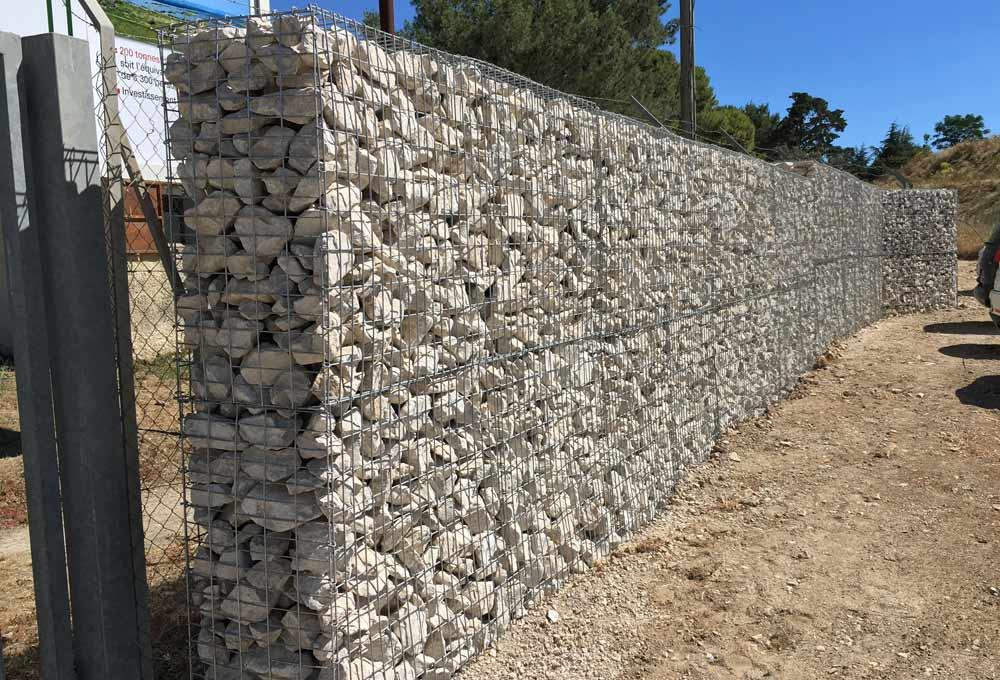 Clôture en gabions dans le Gard
