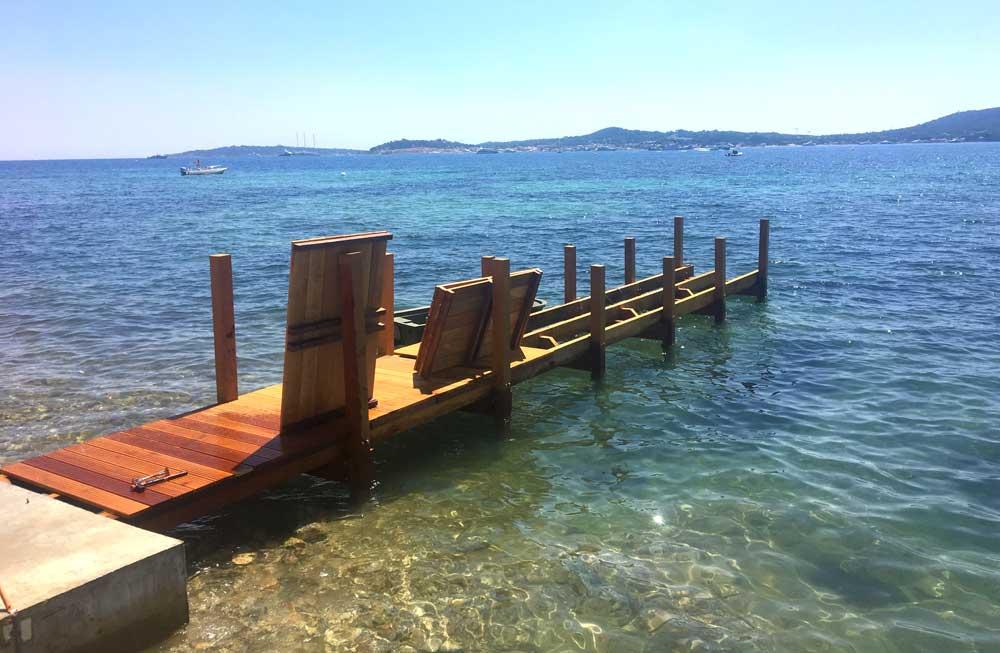 Durant l'hiver ou les fortes houles le plancher du ponton est démontable