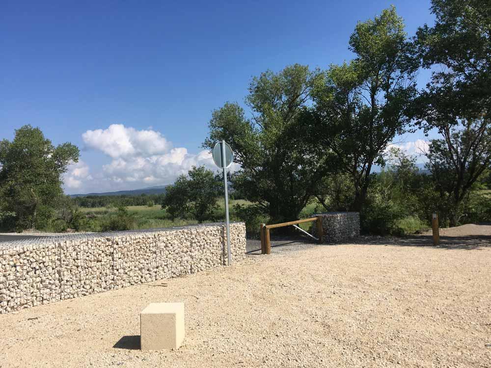 Mur de clôture en gabions pour sécuriser un site naturel
