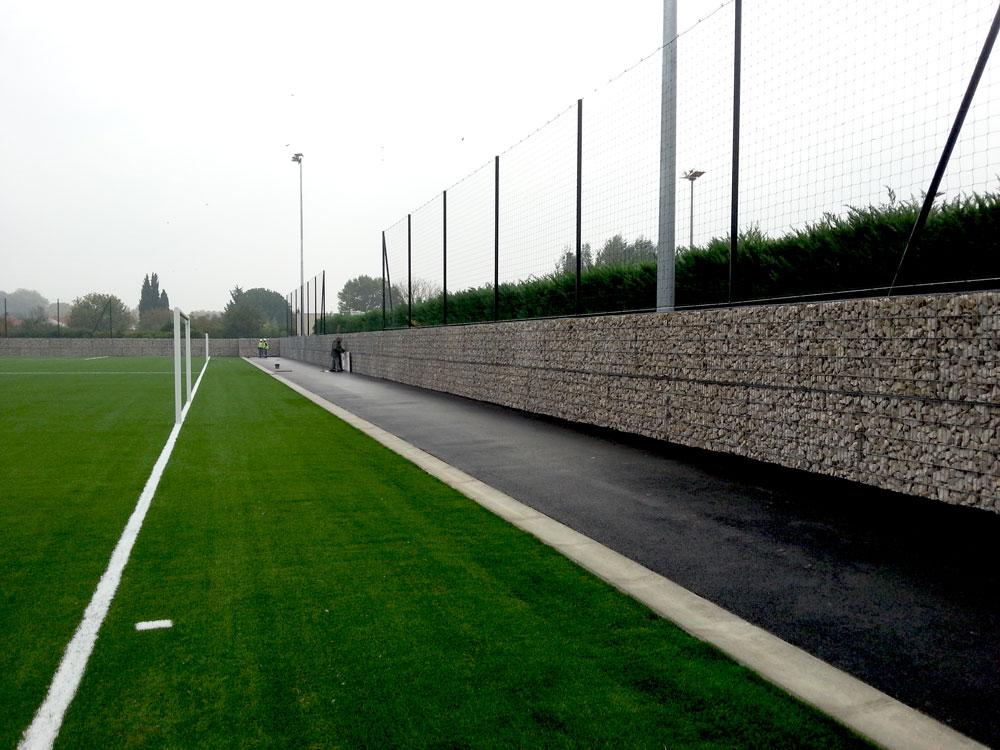 Mur de clôture en gabions pré-remplis à Lunel dans l'Hérault