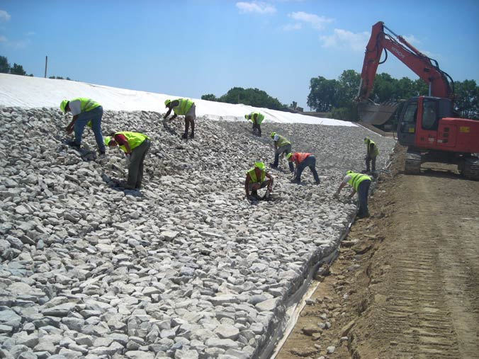 Protection de digue en gabions