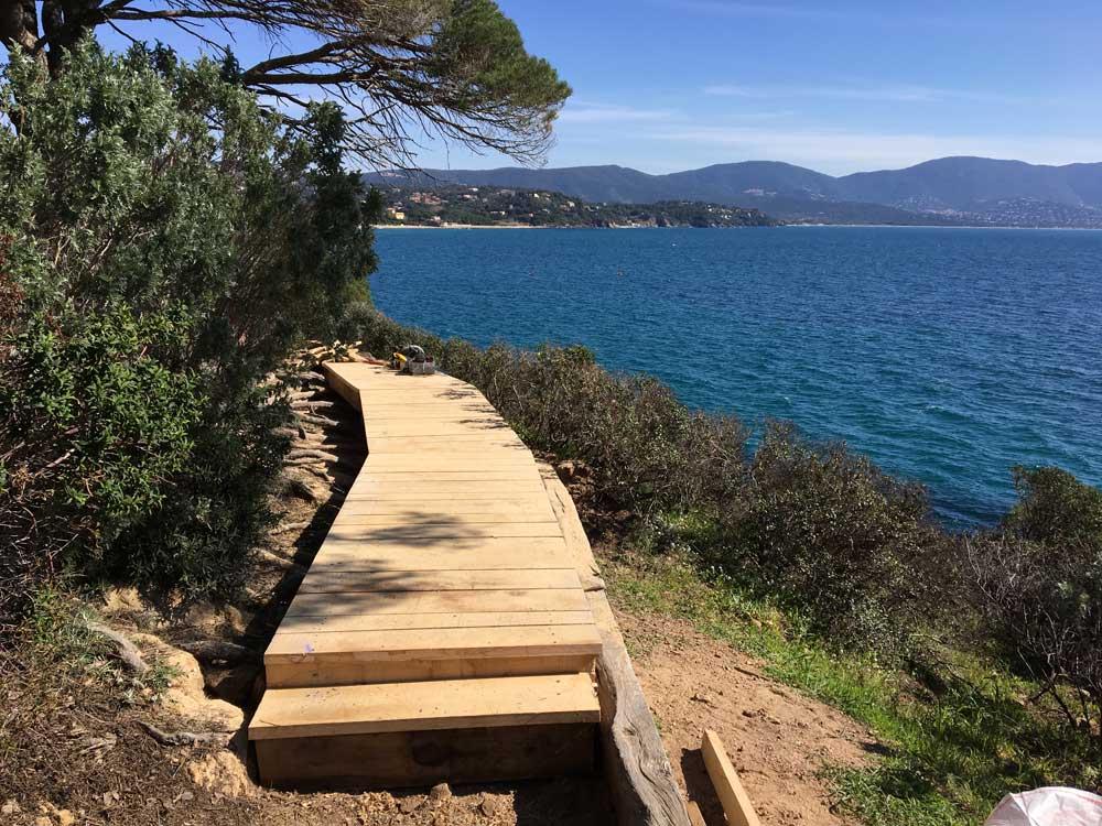 Aménagement des sentiers du littoral pour les promenades