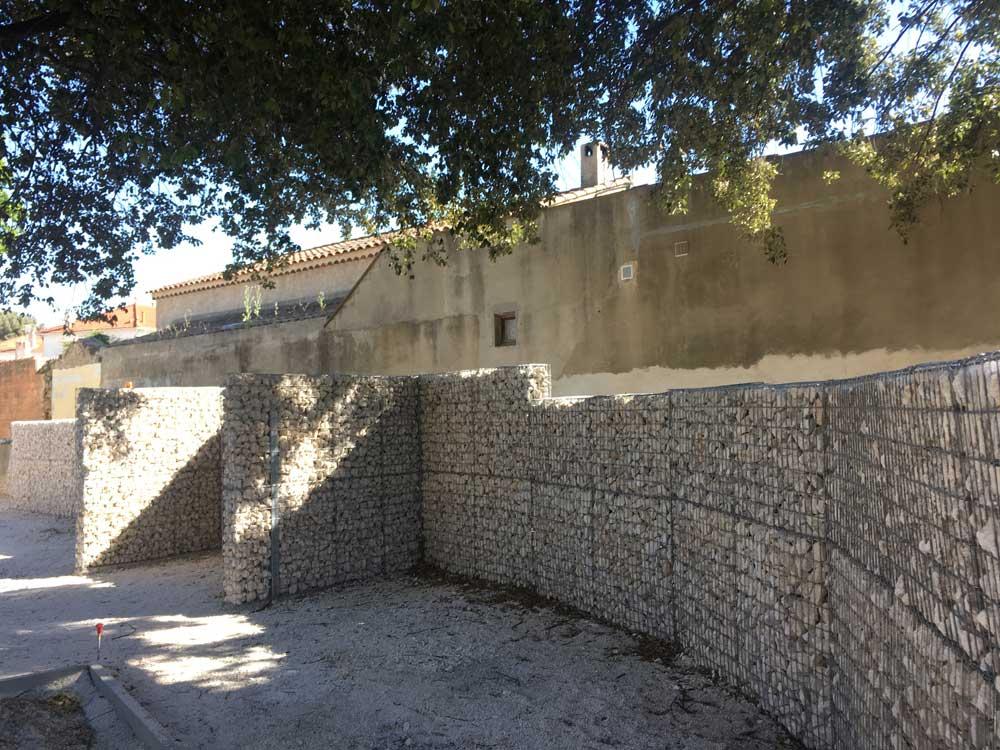 Mur de clôture courbe en gabions