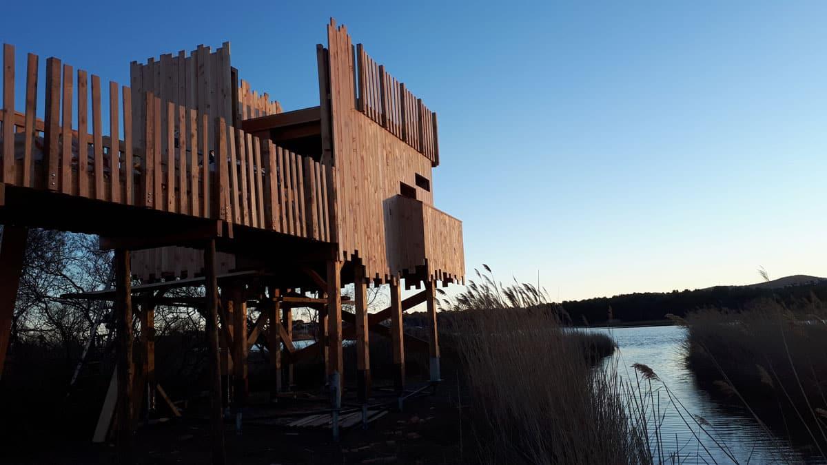 Cheminement et observatoire bois sur une zone humide
