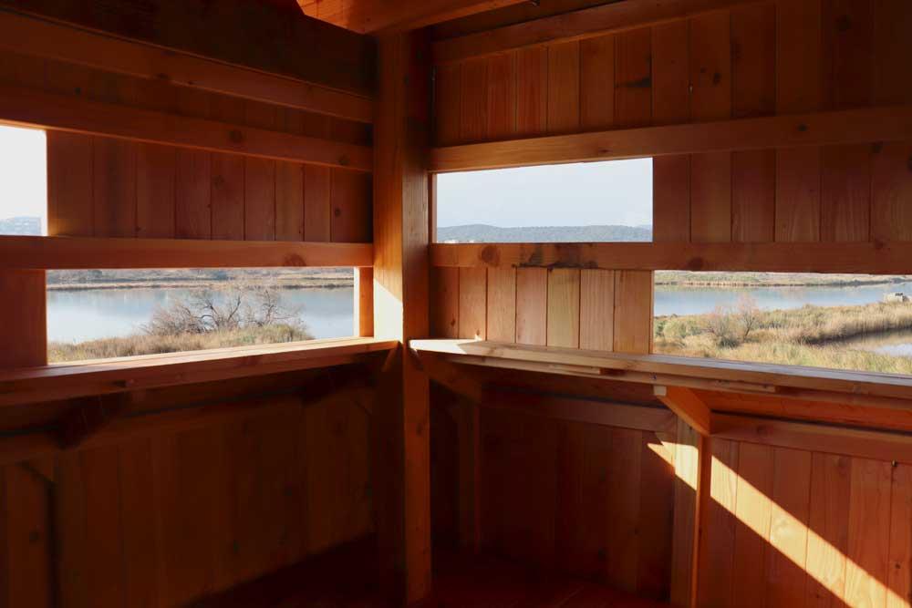Fenêtres d'observation de l'observatoire en bois des étangs de villepey, Fréjus 83