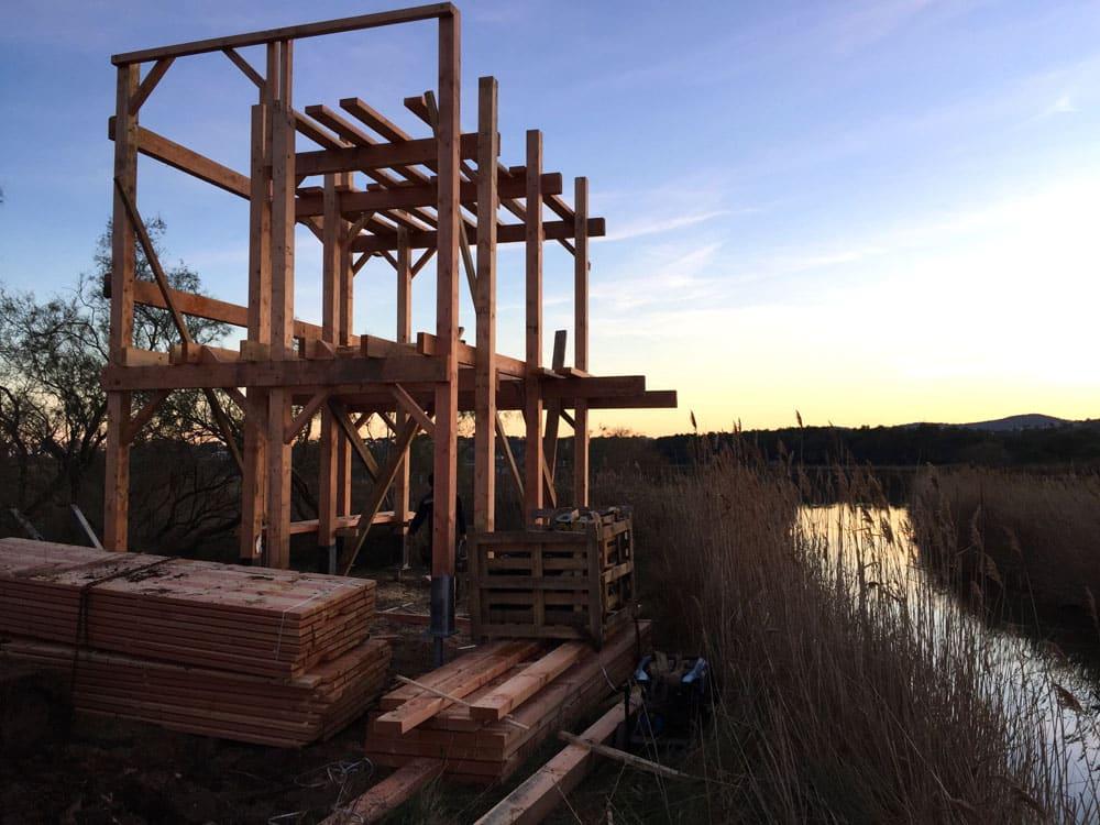 Structure de la tour d'observation en bois à deux niveaux - étangs de Villepey - Fréjus 83