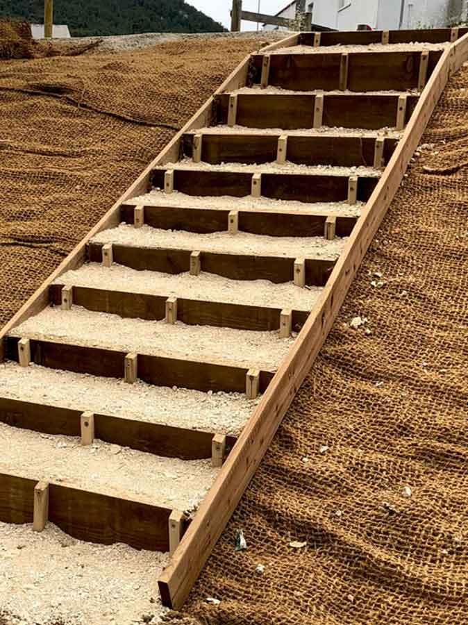 Aménagement bois - Construction d'un escalier sur la berge de l'Huveaune