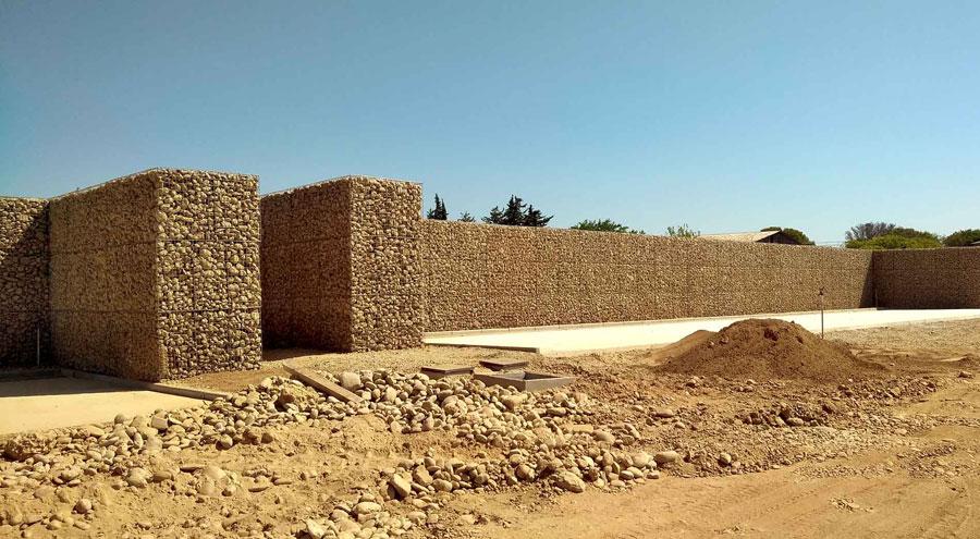 Mur anti-bruit en gabions avec noyau de sable