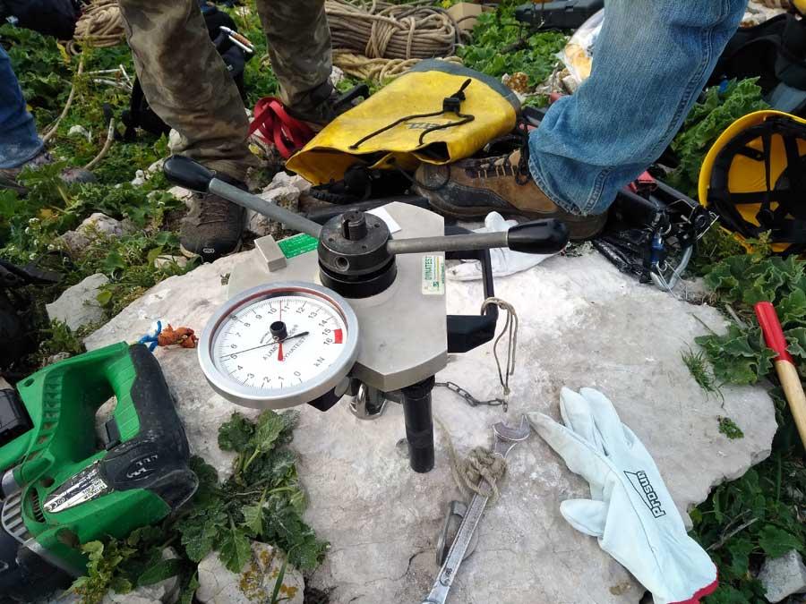 Ile Jarre - Test des ancrages avec un extractomètre
