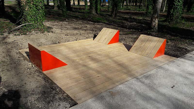 Mobilier en bois aire de jeux