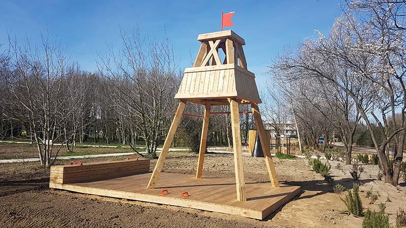 Mobilier en bois air de jeux tour mirador