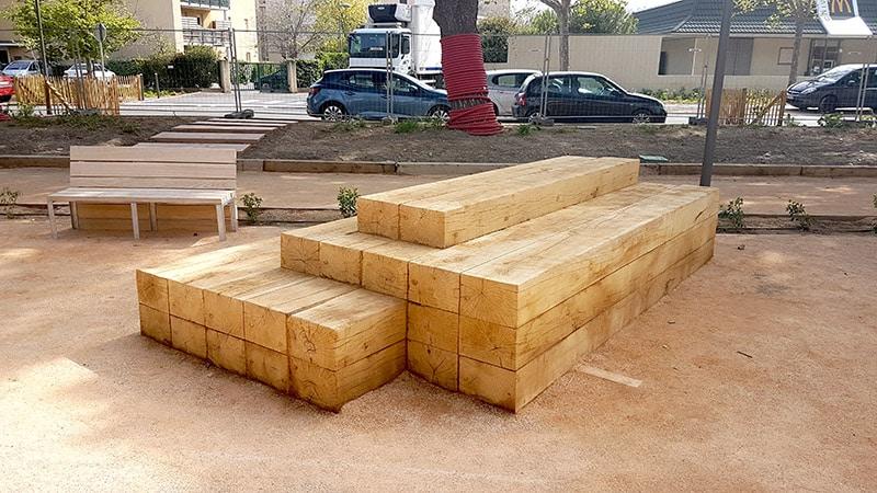 Mobilier urbain en bois, banc en chêne