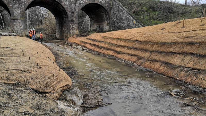Protection d'une conduite de gaz dans un cours d'eau