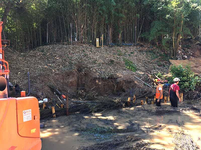Canalisation de gaz sous une berge