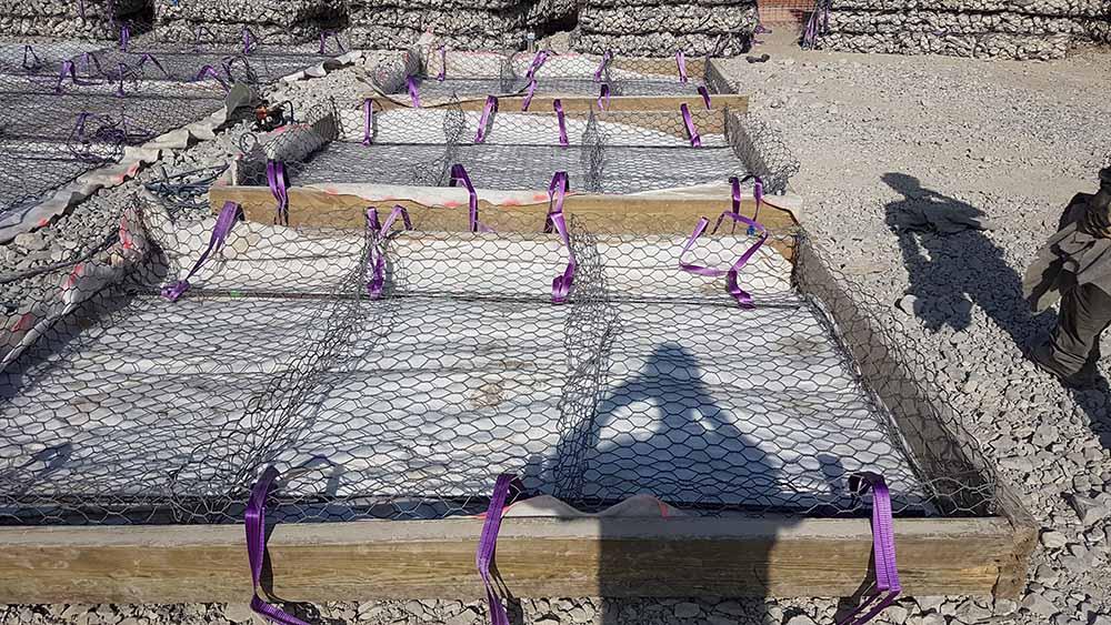 Réalisation de matelas de gabions